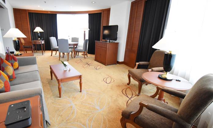 Executive suite bangkok century park hotel